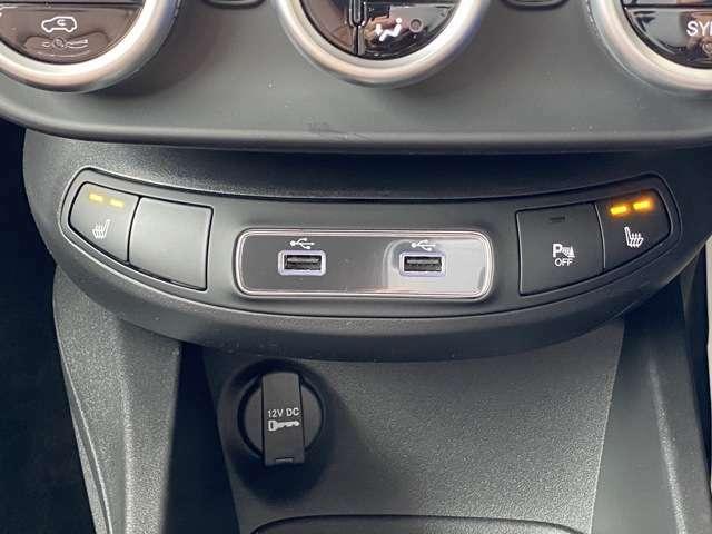 フロントシート2席にシートヒーターを完備!USBポート2口用意!