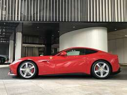 フェラーリを象徴するボディーカラーとなっております。