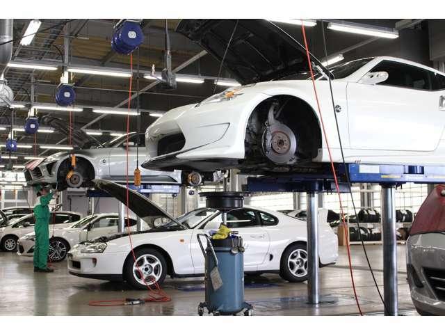 【納車整備メニュー】法定点検項目に追加し装備品等のクオリティチェックを実施。また、安心してお乗り頂くために社外品等各仕様の保安基準適合検査を行い必要な対策は実施してご納車しています。