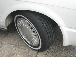 130系クラウンワゴン純正アルミホイールに新品ホワイトリボンタイヤを取付けました。