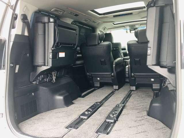 【 ラゲッジスペース 】荷室もこの広さ♪大容量の空間が広がります♪当店は中古車・登録済み未使用車の取扱をしております。福岡 佐賀 長崎 大分 熊本 宮崎 鹿児島 県にお住いの皆様にご利用頂いております