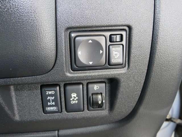 4WDはボタン一つで切り替えできる日産自慢のE-4WDです!雨の日雪の日滑りやすい路面でも安心走行できる横滑り防止装置もついてます!