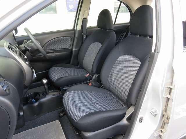 フロントシートです。すわり心地がいいセパレートシートです。