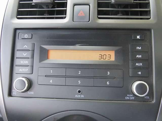 純正AMFMラジオです。AUX端子もあるのでスマートフォンやIPODもつなげられます(CDはありません)