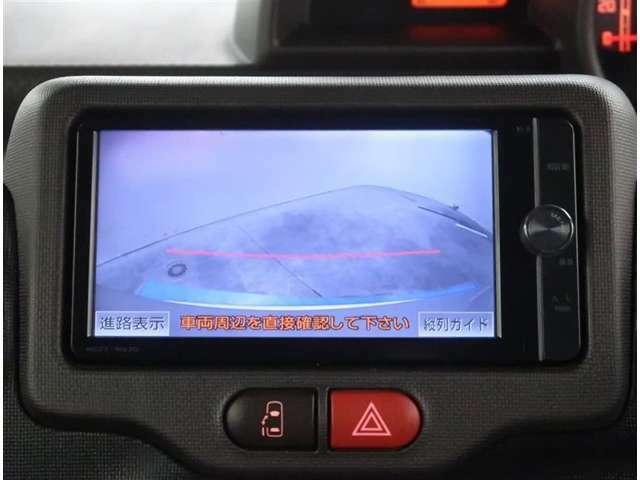 【カメラ】バックカメラが付いていますので車庫入れ時の後方確認も安心です。