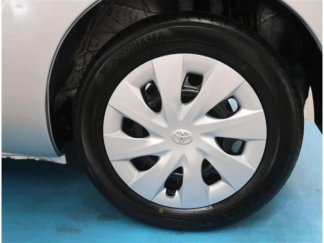 【タイヤ・ホイール】175/65R15サイズの純正ホイールです。タイヤ溝は約7mmになります。