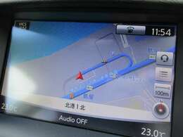 スマートな操作性で、ドライビングに集中できるNissanConnectナビゲーションシステム。視認性と操作性を高めた大画面ツインディスプレイ採用。