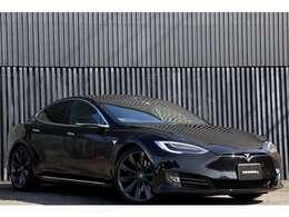 ☆高級電気自動車メーカーとして注目を浴び続ける、テスラは間髪入れないレスポンスがエンジン車とは異質な上、ストレスないドライブが可能です☆