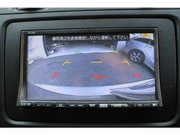 バックカメラ装着車ですので楽々後方確認でバック駐車も安全です。