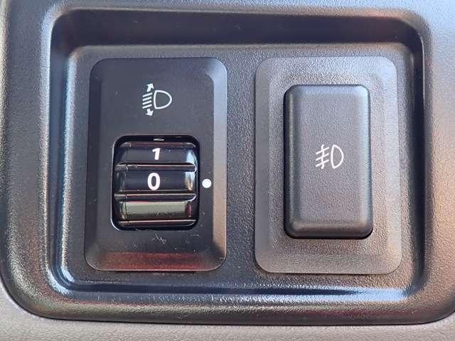 ヘッドライトレベライザー付だから荷物が多くなっても先行車などに眩しくさせずに済みます。