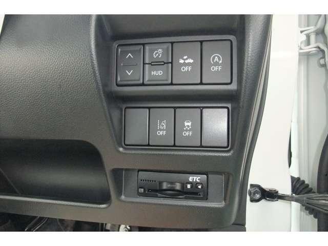 純正ビルトインETCスッキリ収納です。 横滑り防止装置や自動(被害軽減)ブレーキがついいて安心です