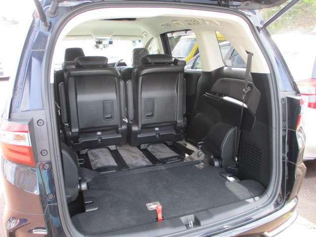 簡単に収納できる後部座席!大空間が出現します!シートアレンジが多彩な点もHONDAの特徴です!レジャー用品も積み込めますよ★もちろん安全のためにしっかり固定することができます。