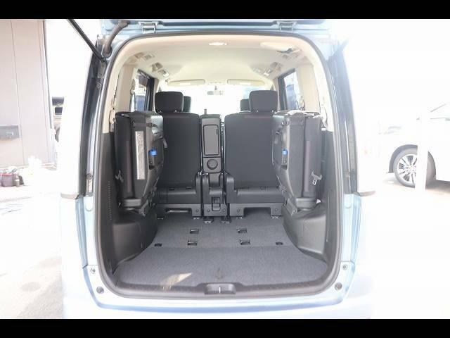 リアラゲッジは広々しております。レジャーにもお仕事にも最適です。リアシートをフラットにすれば更に広々とした空間を実現可能です!