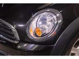 ヘッドライトは目立った黄ばみもなくキレイに保たれております。