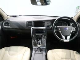 人気カラーのクリスタルパールホワイトのV60 CCが入庫いたしました!!内装もベージュ色のレザーシート!現行にはないディーゼルで力強い走行が可能!!ぜひ、ご来店お待ちしております!!!