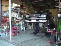 車検、一般整備など自社車整備工場で対応しております。