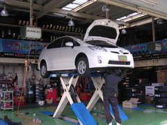 徹底した納車前整備!ご契約頂いた車は指定整備工場に入り、徹底した点検・整備を行います。(法定12ヶ月点検に基づく)