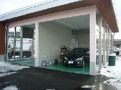 洗車場だってガラス張り!! 『お客様にとにかく見ていただく事』にとにかくこだわっています。