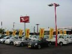 Uカー展示場常時100台近くあるUカーの中から、きっとあなたにピッタリの1台が見つかるはず。