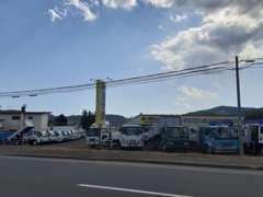 国道39号線沿い、留辺蘂消防署さま近く、黄色の看板が目印