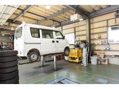 ★設備・整備ともに充実しています。リフト3台、車検レーン1台で急な整備も迅速に対応致します!常時20台以上の代車完備で安心♪