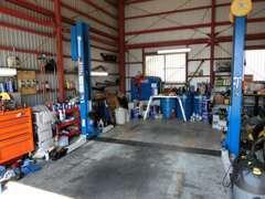 自社工場完備!納車後の愛車のメンテナンスもお任せください!板金塗装もベテランのスタッフが徹底サポート!