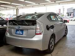 クローバーランドグループでは、電気自動車用の充電器を「無料」でご用意しております。是非!ご利用ください。