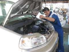 ▲▲整備メカニックの富岡です▲▲オイル交換から車両整備まで、ばっちりメンテナンスで安心をお約束致します!!