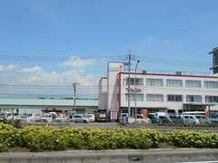 関越自動車道の渋川・伊香保インターから国道17号線を沼田方面に向かって10分ほどのところにあります。