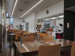 広々開放感と清潔感のある店内。ゆっくり商談して頂けます!