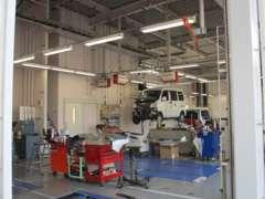 整備工場は、最新の設備機器を配備し、スピーディーな対応でおクルマを整備します。 皆さまのご来店をお待ちしております!