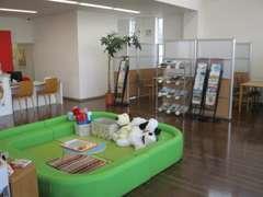 広々ショールームは誰にでも使いやすいバリアフリー、清潔で快適な空間でごゆっくりとおくつろぎください。