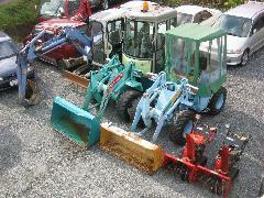 重機から除雪機までも展示・各種販売しております。