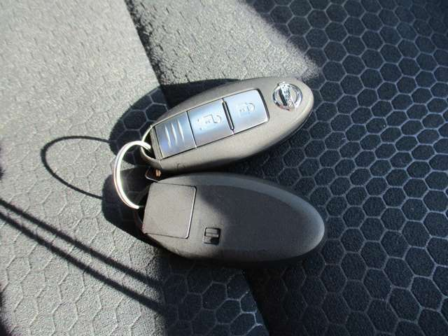 バッグやポケットに入れたままでもドアの開錠、施錠からエンジン始動まで出来るインテリジェントキーは便利で重宝します。