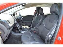 フロントシートにはシートヒーターを装備。寒い冬でも暖かく快適です