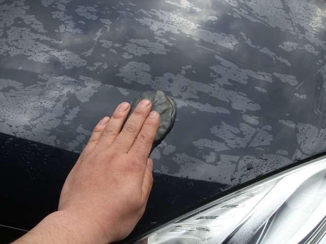 Aプラン画像:まず水洗い洗車・鉄粉除去作業を行います。
