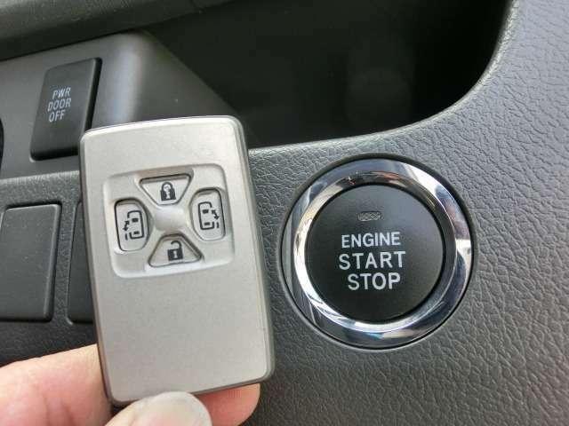 スマートキー装備!エンジンの始動や停止からドアの開閉までスマートキーを身に付けていればカギをわざわざ出すことなく一連の操作が可能でとても便利です!