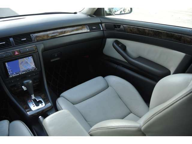 助手席のシートも綺麗な状態です。パワーシート:シートヒーター装備!
