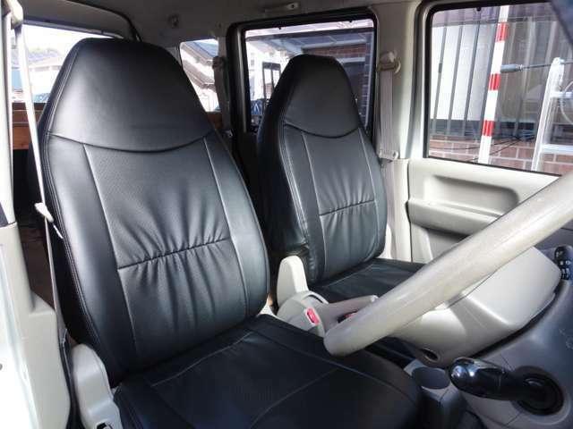 黒革調シートカバーは新品にて取付しました☆元のシートを専用の洗浄剤でキレイにして十分に乾燥させてから取付しています★