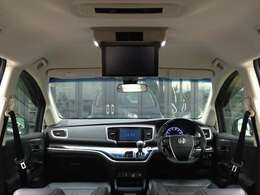 8インチ・純正SDナビTV、純正フリップダウンモニター、両側パワスラ、衝突軽減ブレーキ、アダプティブクルーズ、本革Pシート、シートヒーターなど、高級感あふれるインテリアパネルで、豪華装備満載の一台です!