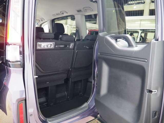 後ろが狭くても荷物をサッと積み込める。ヨコにもタテにも開くわくわくゲート装着です