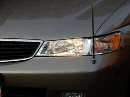 純正オプション伸縮式コーナーポール♪ 前期型はヘッドライトがハロゲンです。この年式の雰囲気あります。