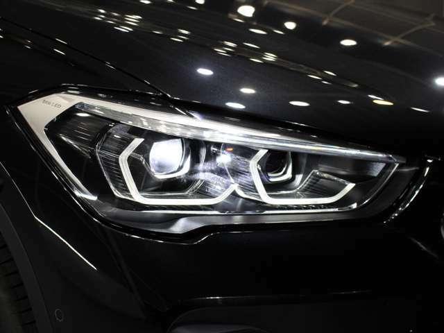 LEDヘッドライトになりますので、暗い夜道のライディングも安心です!劣化で白くくもりがちなヘッドライトレンズも透明感のある綺麗な状態が保たれております。劣化の生じやすいモール類までも綺麗な状態です。