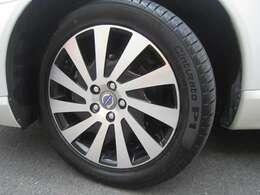 純正17インチアルミ ピレリ製タイヤ溝もしっかりございます。