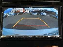 【リバース連動リアカメラ】が装着されています。後方の安全確認や、狭い駐車場での車庫入れ、雨の日や夜間など視界の悪いコンディションでのストレスの軽減になります。