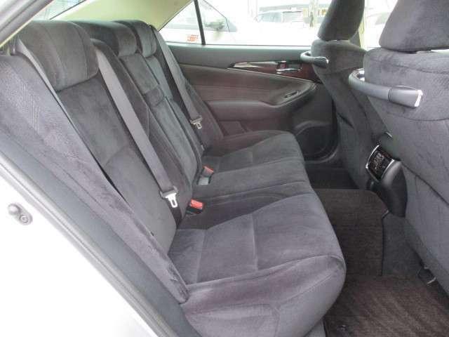 【後席シート】状態は良好です♪ 実際にご来店頂き、お車に座って頂けると使い勝手なども実感が湧きますよ♪ご遠慮せずにまずはご試乗頂きたいと思います!