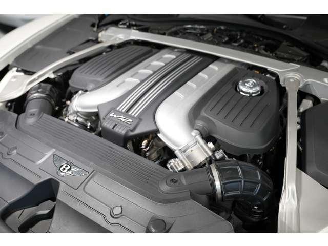 6.0リッター W12気筒ツインターボTSIエンジンを搭載しております。ベントレーダイナミックライドを装備しております。