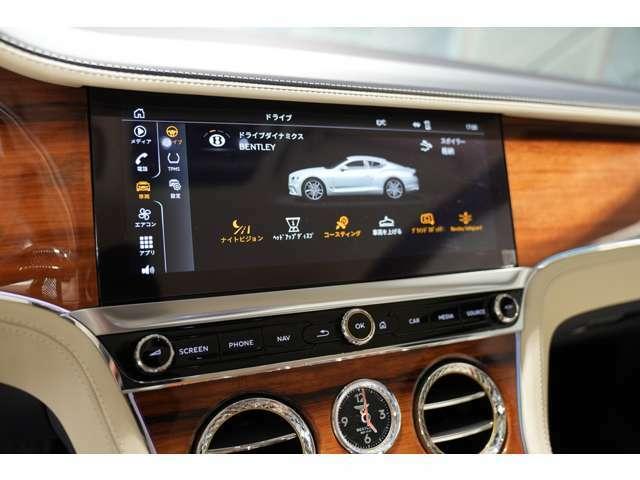 センターディスプレイは、Apple CarPlayなども利用できるので、操作性も向上しタッチスクリーンにて操作も可能です。エアコンはダイヤモンドナーリングのローレット加工のオプションとなります。