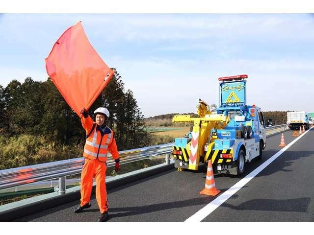 高速道路での事故や修理はJAF等でないと処置ができない場合がございます。