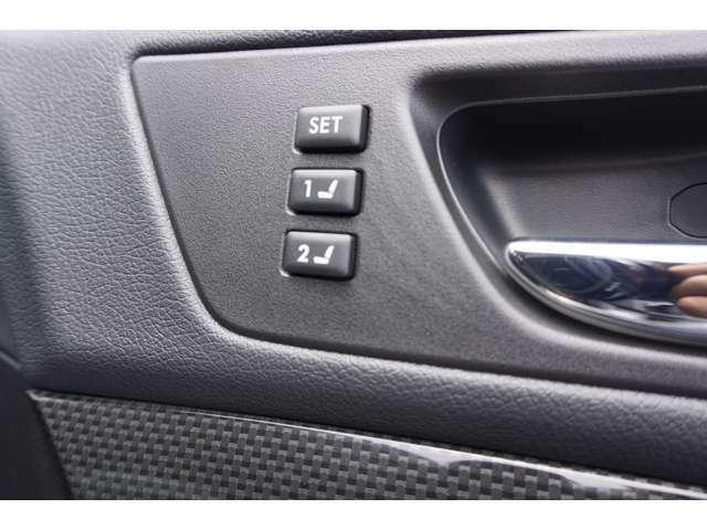 運転席のパワーシートは二人分のメモリー機能付きです♪